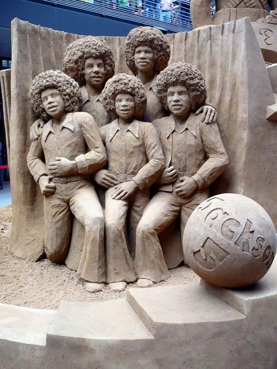 vous-ne-resterez-pas-de-marbre-devant-ces-incroyables-sculptures-entierement-faites-de-sable-1