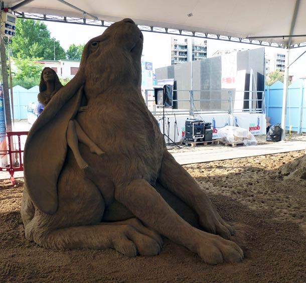 vous-ne-resterez-pas-de-marbre-devant-ces-incroyables-sculptures-entierement-faites-de-sable-3