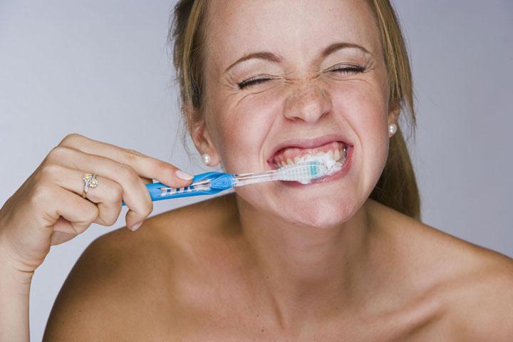 avoir-une-bonne-hygiene-dentaire-peut-vous-permettre-de-prevenir-lapparition-de-la-maladie-dalzheimer3