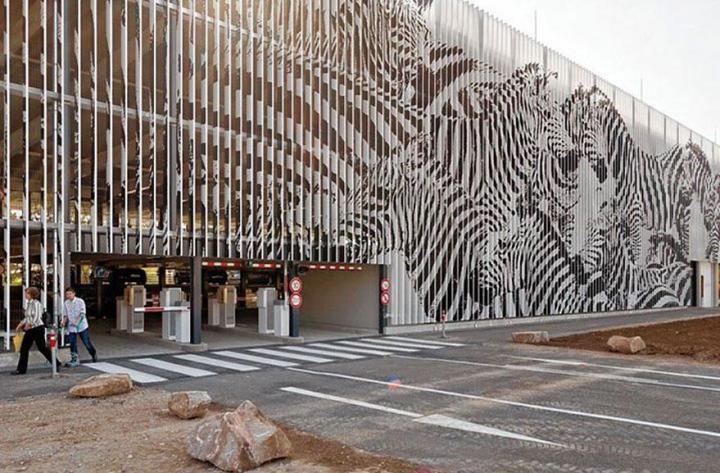 decouvrez-de-surprenantes-oeuvres-de-street-art-dissimulees-dans-les-rues-visibles-que-sous-un-certain-angle-03
