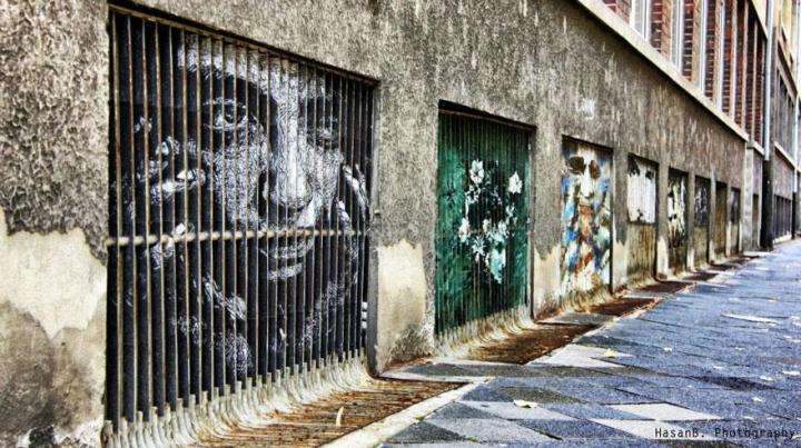 decouvrez-de-surprenantes-oeuvres-de-street-art-dissimulees-dans-les-rues-visibles-que-sous-un-certain-angle-07