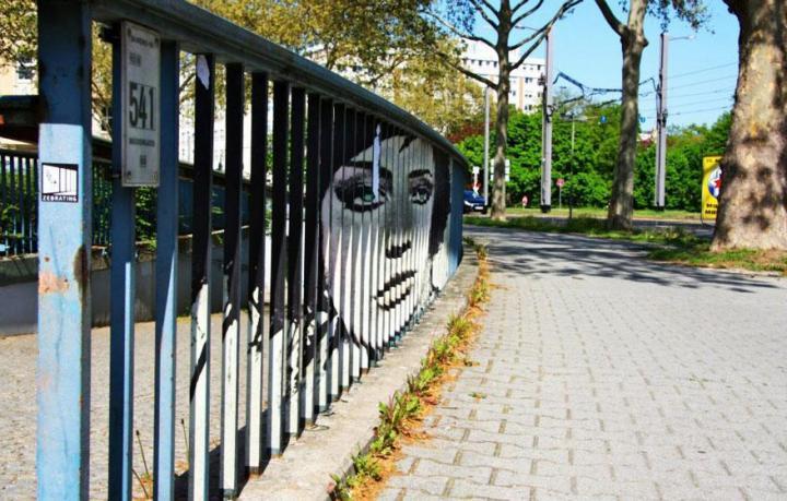 decouvrez-de-surprenantes-oeuvres-de-street-art-dissimulees-dans-les-rues-visibles-que-sous-un-certain-angle-10