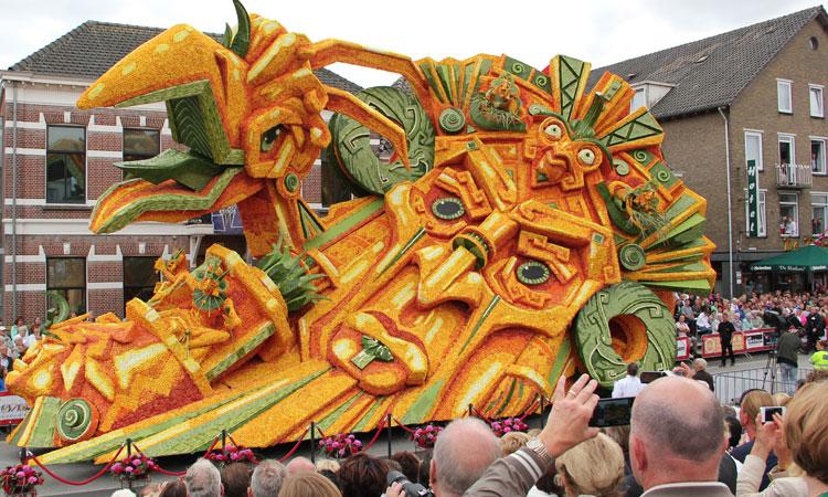 les-incroyables-sculptures-florales-realisees-pour-la-zundert-flower-parade-2013-une