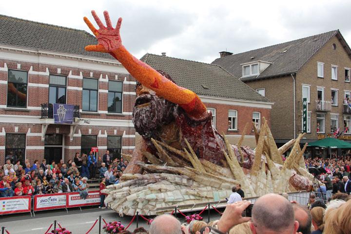 les-incroyables-sculptures-florales-realisees-pour-la-zundert-flower-parade-201321