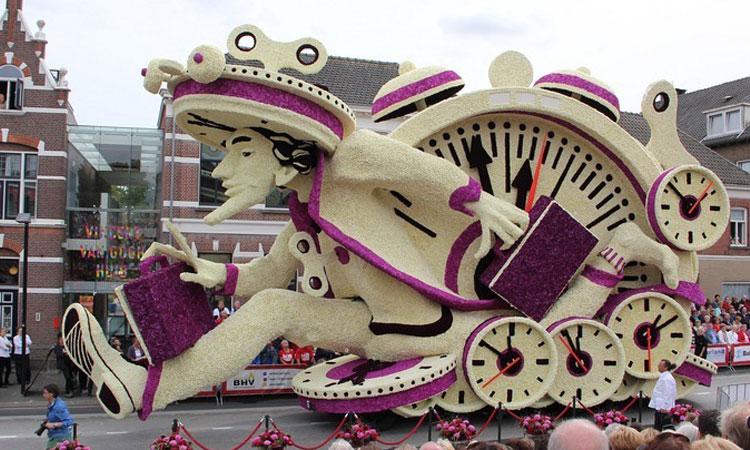 vous-allez-etre-eblouis-devant-les-incroyables-sculptures-florales-de-la-plus-grande-parade-de-fleurs-du-monde-une