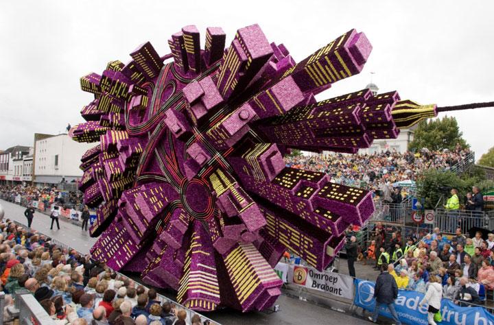 vous-allez-etre-eblouis-devant-les-incroyables-sculptures-florales-de-la-plus-grande-parade-de-fleurs-du-monde2