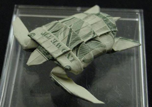 les-magnifiques-origamis-en-billets-de-un-dollar-de-won-park8