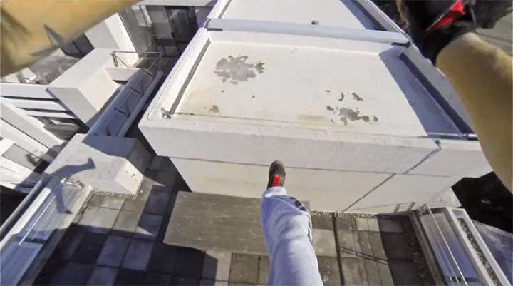 un-acrobate-sinspire-dun-jeu-video-pour-realiser-dimpressionnantes-cascades-filmees-en-vue-subjective-4