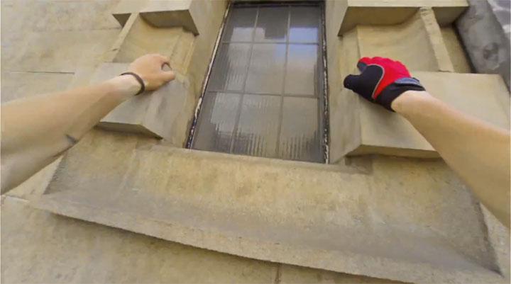 un-acrobate-sinspire-dun-jeu-video-pour-realiser-dimpressionnantes-cascades-filmees-en-vue-subjective-5