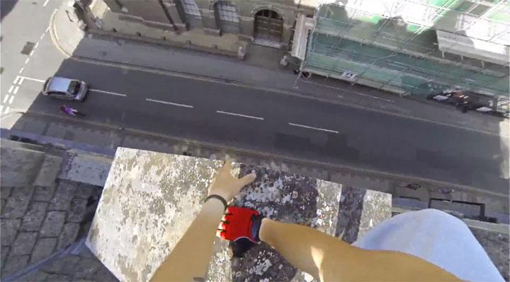 un-acrobate-sinspire-dun-jeu-video-pour-realiser-dimpressionnantes-cascades-filmees-en-vue-subjective-6