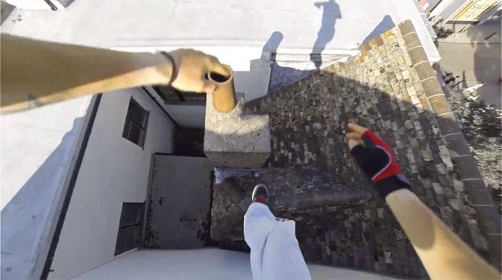 un-acrobate-sinspire-dun-jeu-video-pour-realiser-dimpressionnantes-cascades-filmees-en-vue-subjective-7