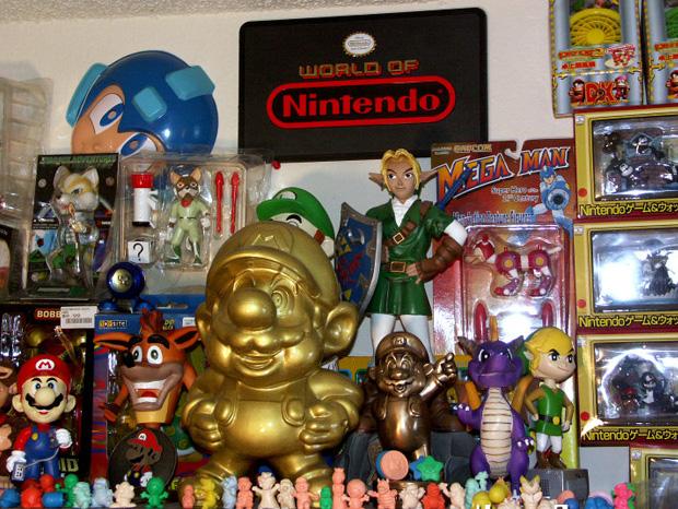 il-entre-au-livre-des-records-avec-sa-collection-de-8000-produits-derives-de-jeux-video2