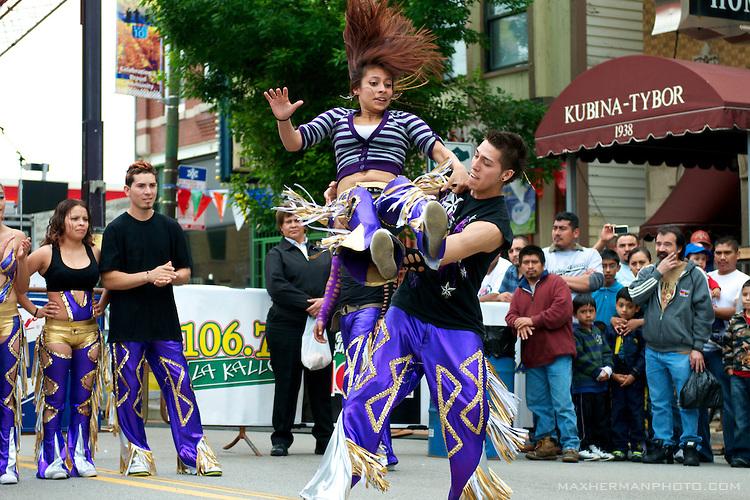 Quebradita-dancers-at-Fiesta-Back-of-the-Yards