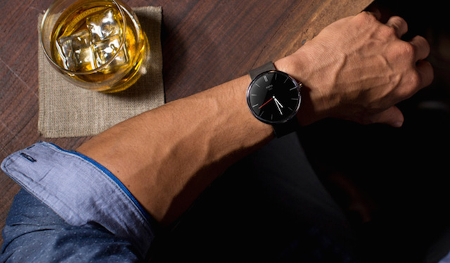 First-Smartwatch-powered-by-Android-Wear-4