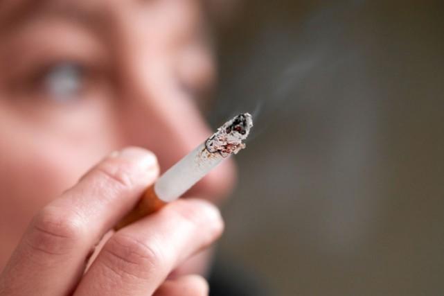 921436-plusieurs-non-fumeurs-habitent-avec