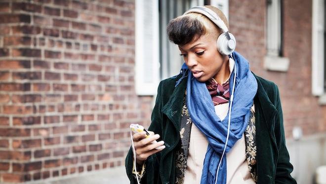headphones-street-style