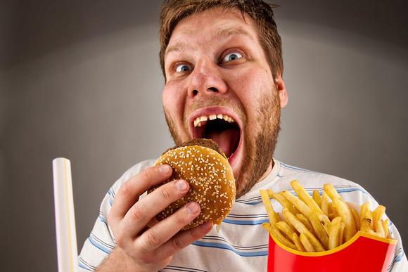 jeune-homme-et-burger_xx-large